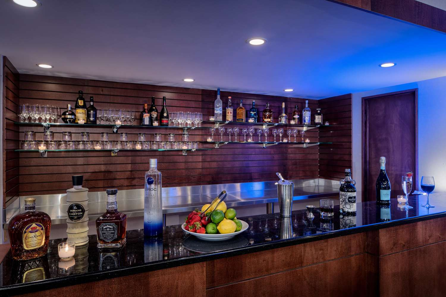 Bar - DoubleTree by Hilton Hotel Airport Philadelphia