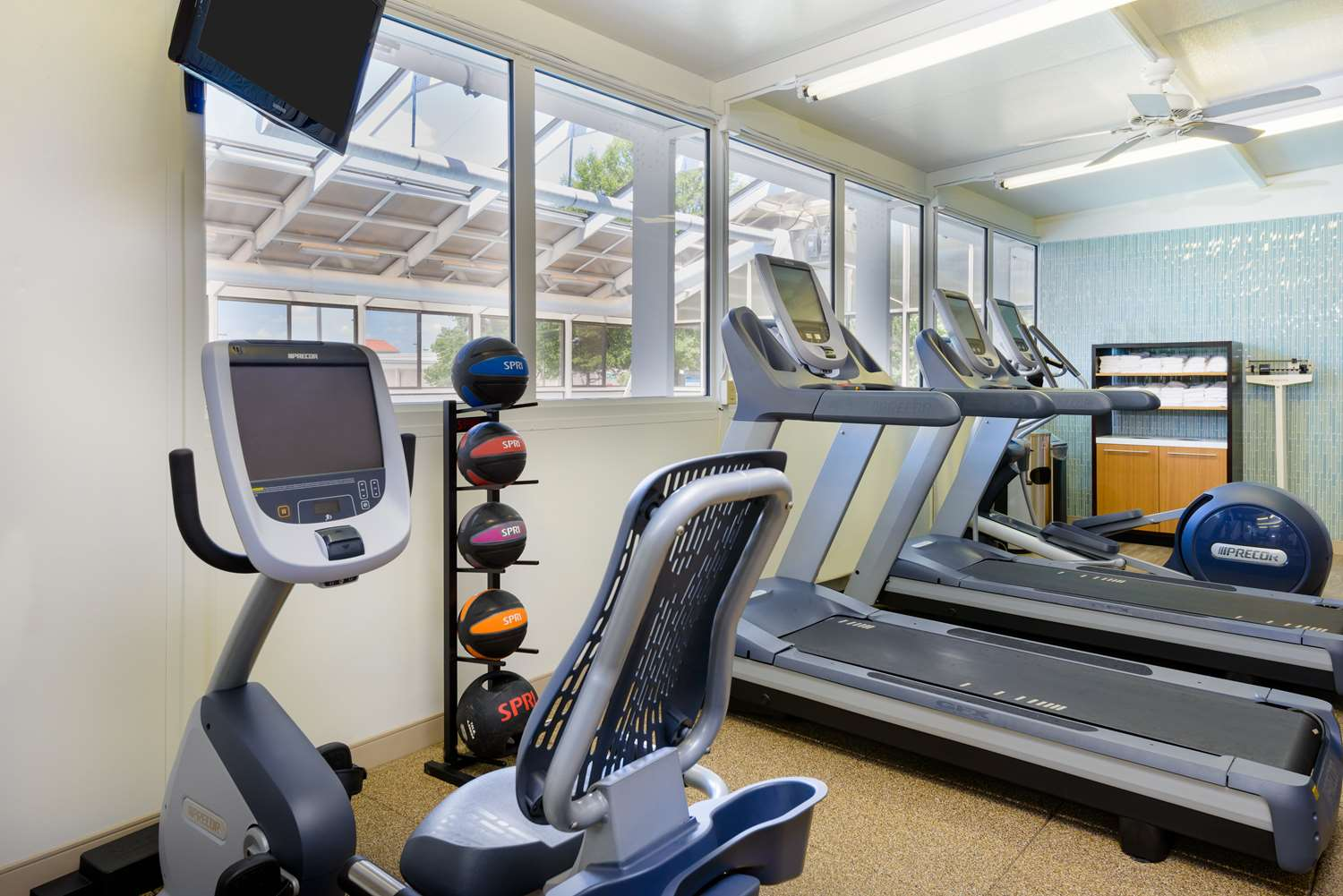 Fitness/ Exercise Room - DoubleTree by Hilton Hotel Richmond
