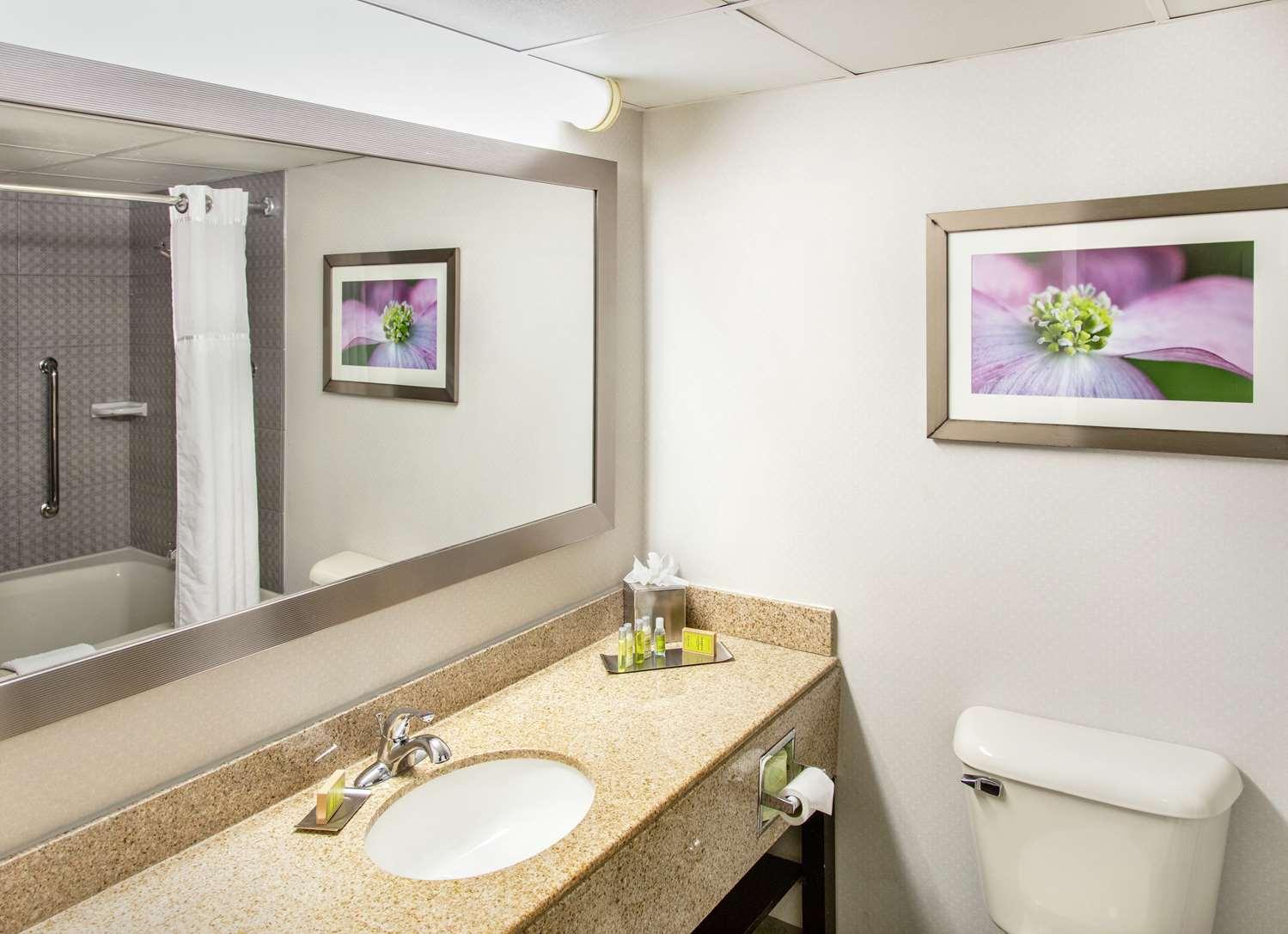 Room - DoubleTree by Hilton Hotel Richmond
