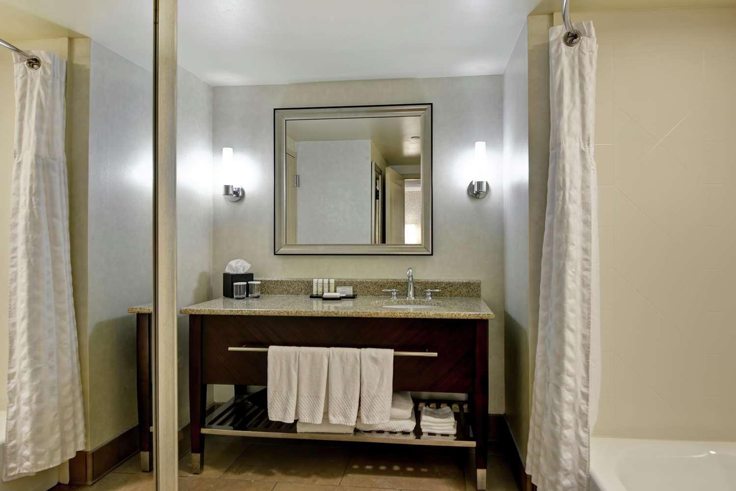 Room - Embassy Suites Airport Savannah