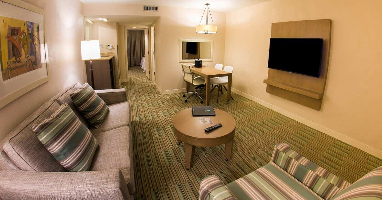 Suite - Embassy Suites & Casino Isla Verde San Juan