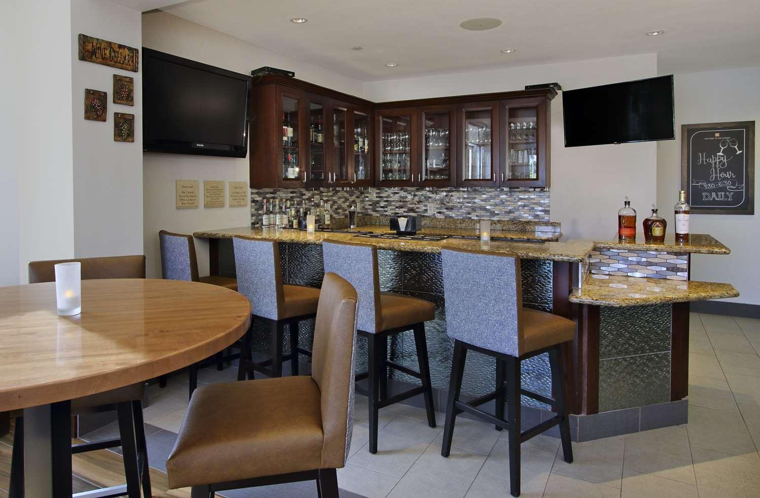 Bar - Hilton Garden Inn Santa Rosa