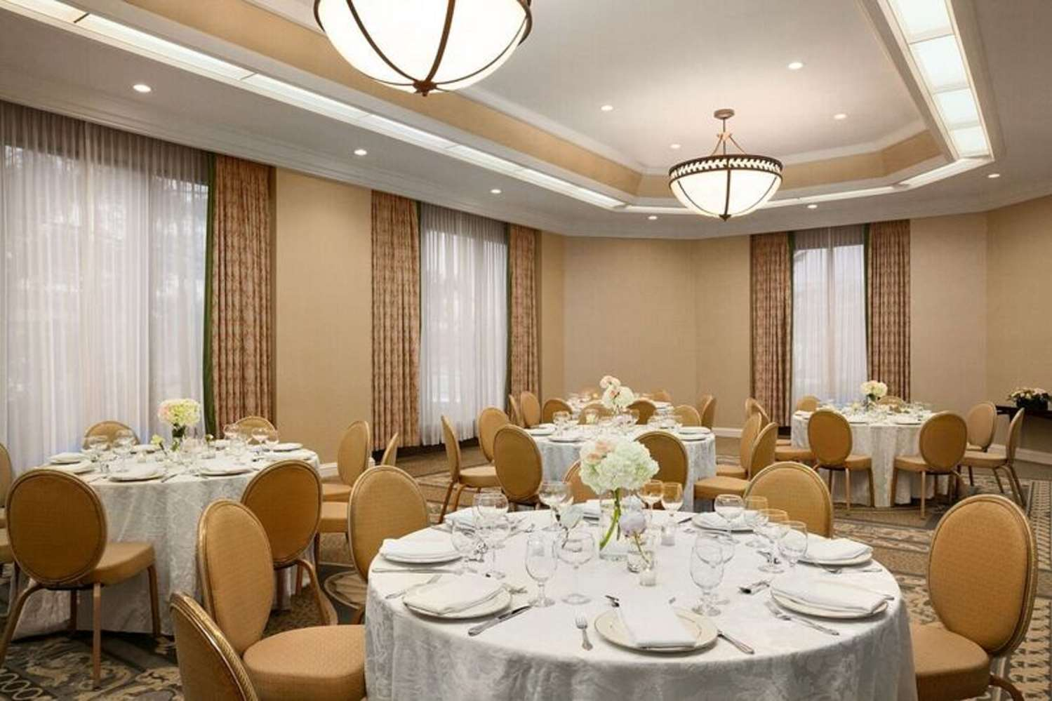 Restaurant - Hilton Hotel Woodcliff Lake
