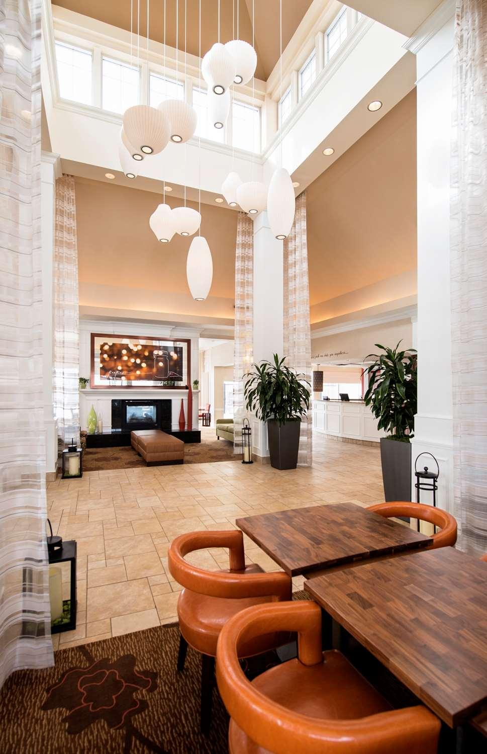 Lobby - Hilton Garden Inn West Edmonton