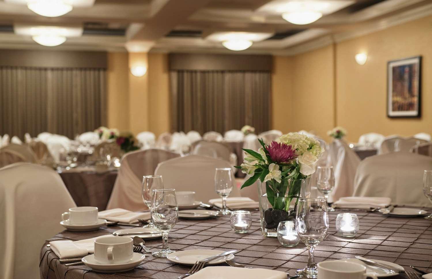 Restaurant - Hilton Garden Inn West Edmonton