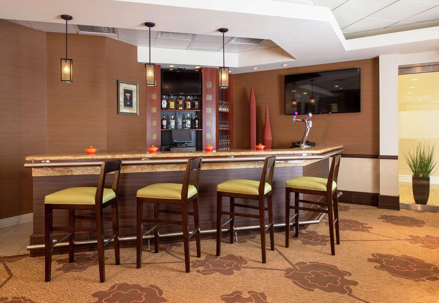 Bar - Hilton Garden Inn West Edmonton