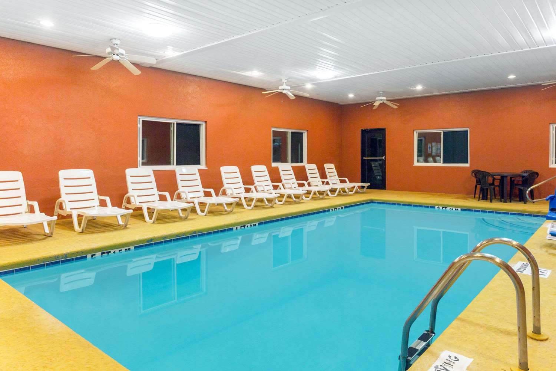 Pool - Baymont Inn & Suites Cordele