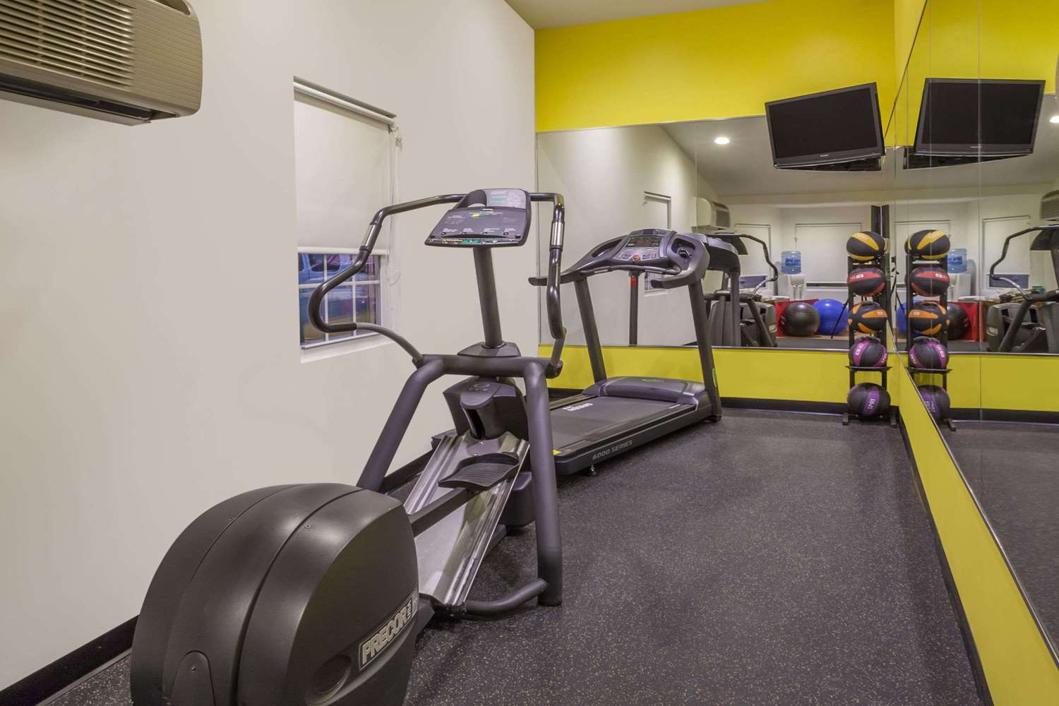Fitness/ Exercise Room - Days Inn Woodbury