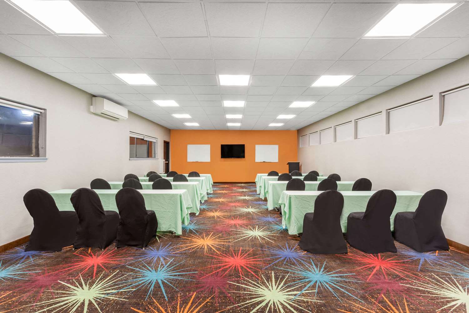 Meeting Facilities - Days Inn Woodbury