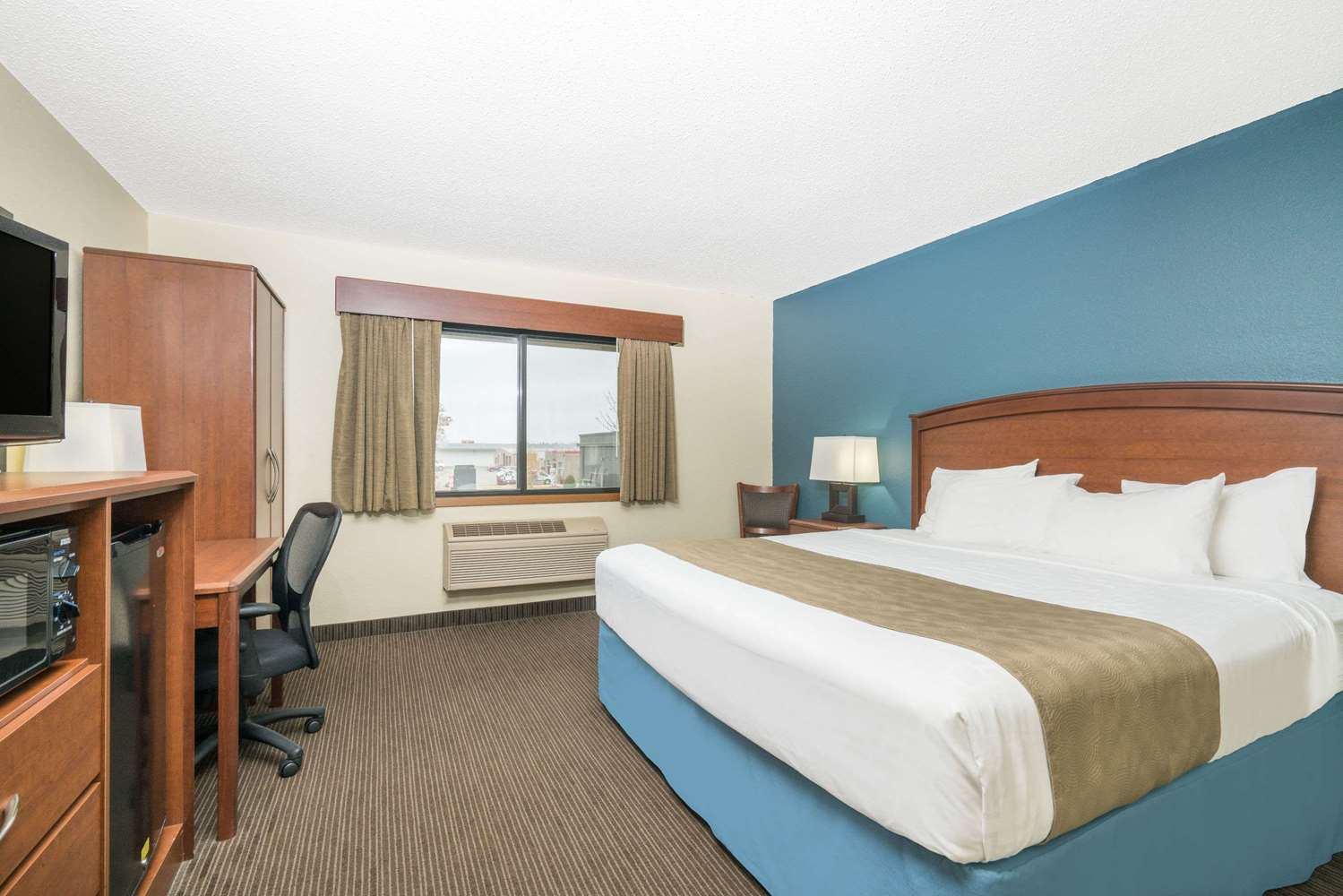 Room - Days Inn & Suites Baxter