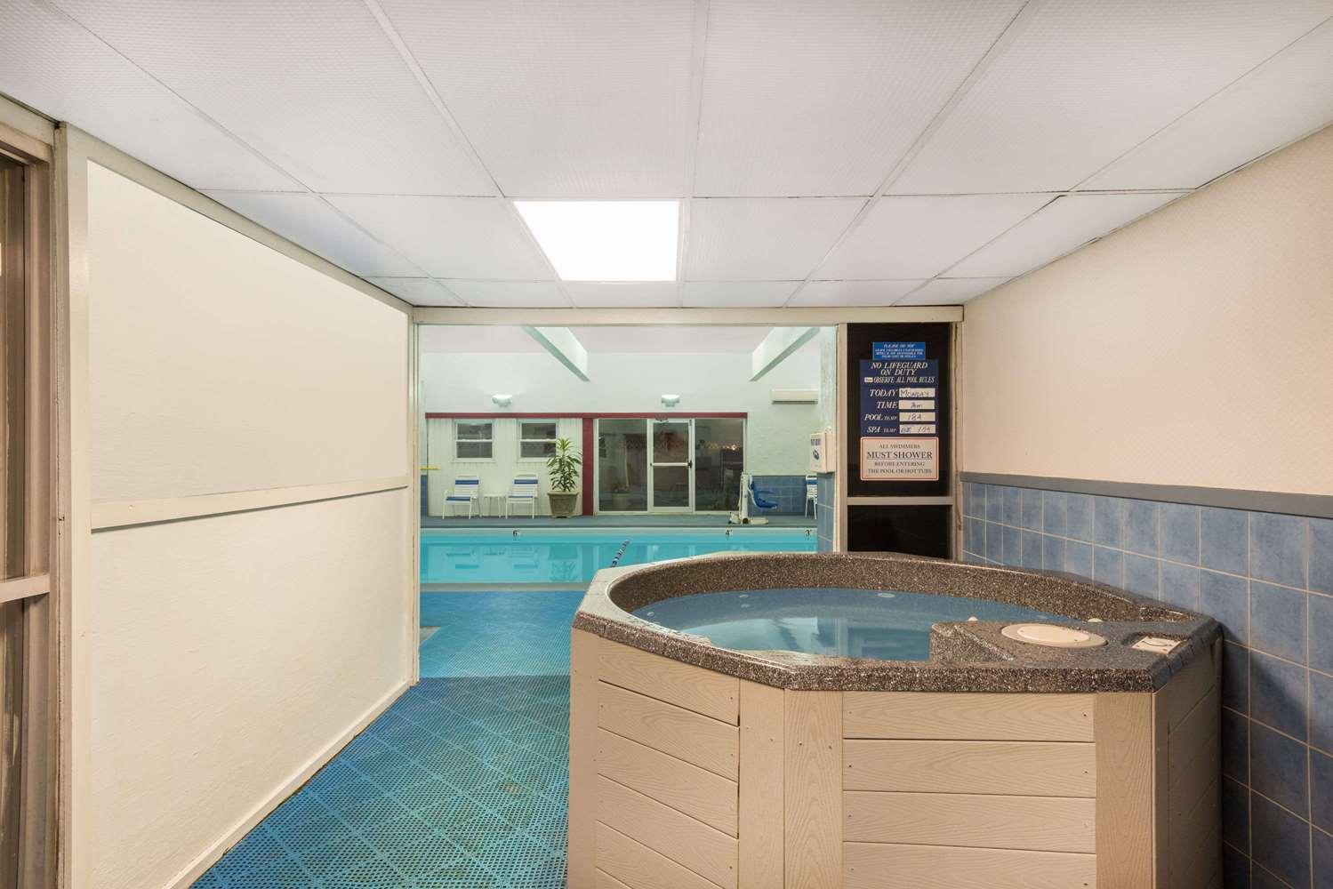 Pool - Ramada Plaza Hotel Portland