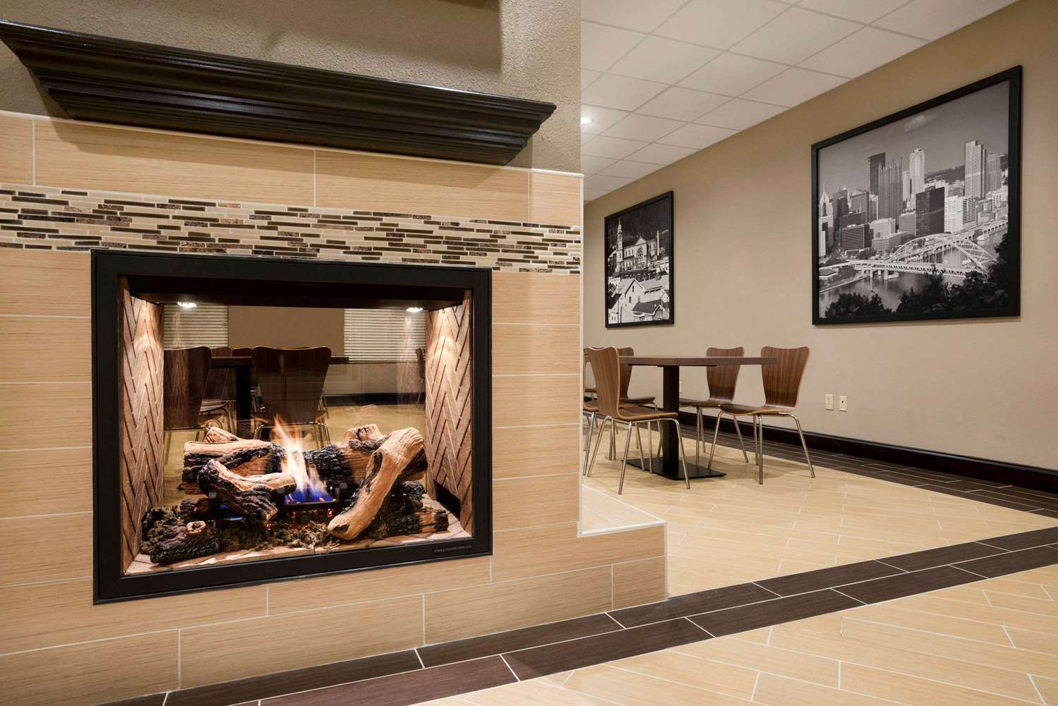 Restaurant - Super 8 Hotel Hershey