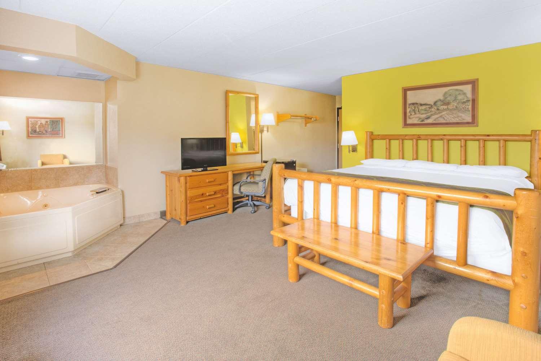 Room - Super 8 Hotel Davenport