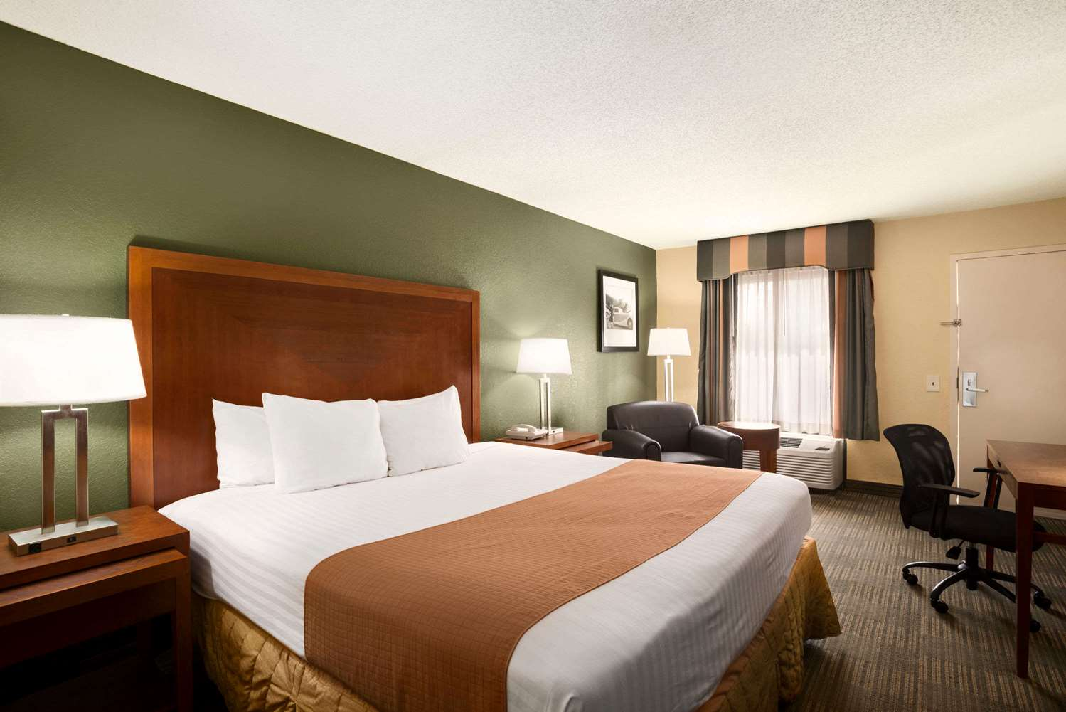Days Inn Airport Jacksonville, FL - See Discounts
