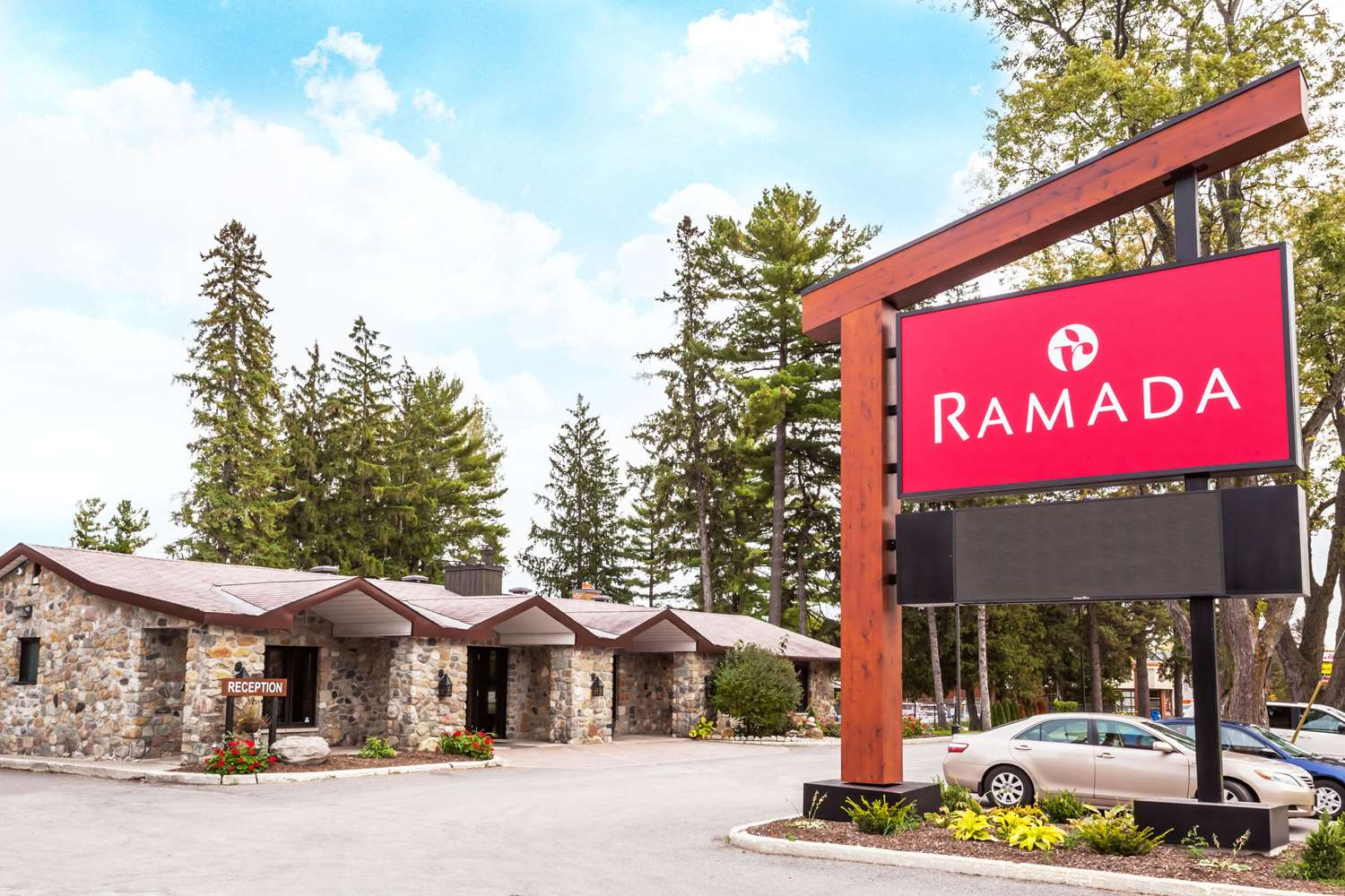 Exterior view - Ramada Ottawa Hotel on the Rideau