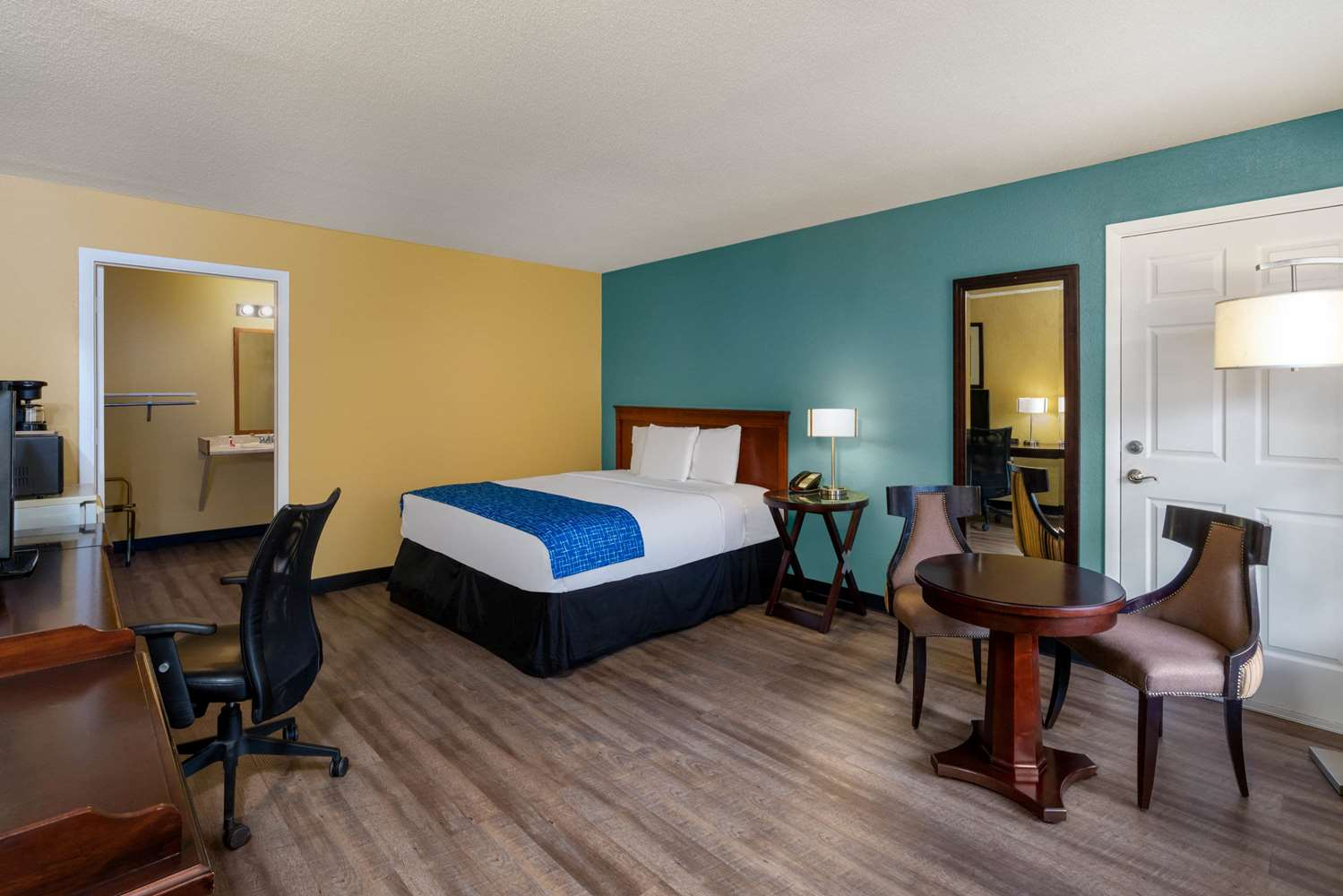 Room - Travelodge Grand Junction