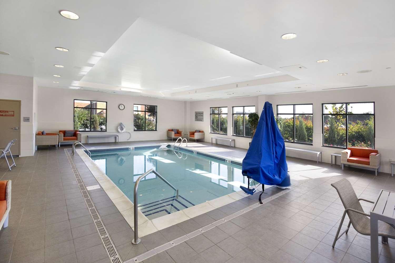 Pool - Hampton Inn Butler