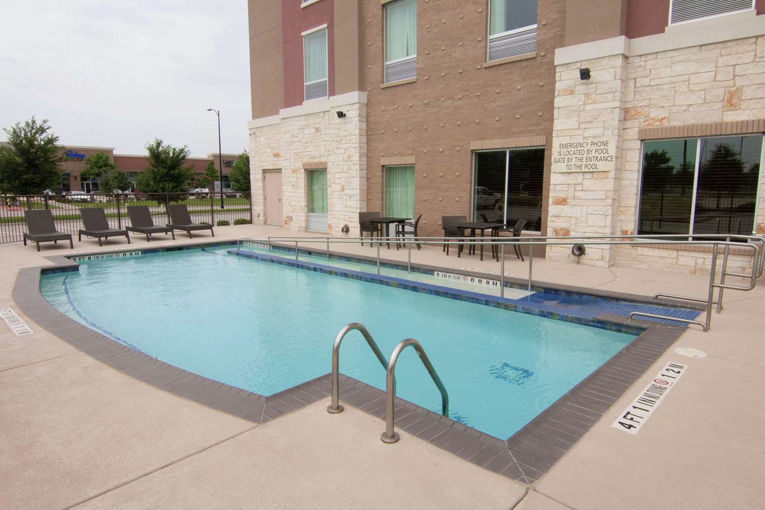 Pool - Hampton Inn & Suites FieldhouseUSA Frisco