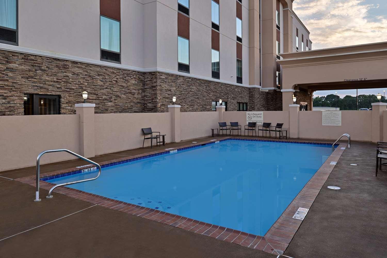 Pool - Hampton Inn Broussard