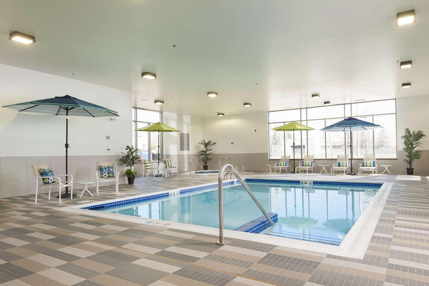 Pool - Hampton Inn & Suites Airdrie