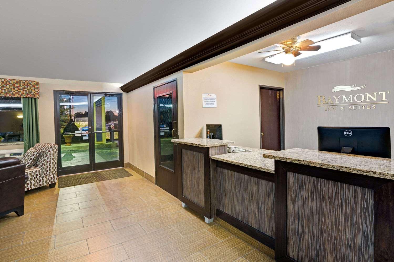 Lobby - Baymont Inn & Suites Harrodsburg