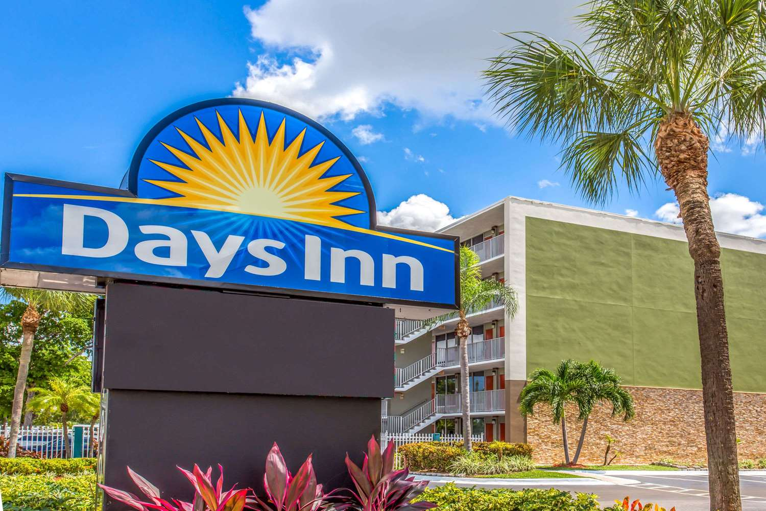 Exterior view - Days Inn Airport Fort Lauderdale