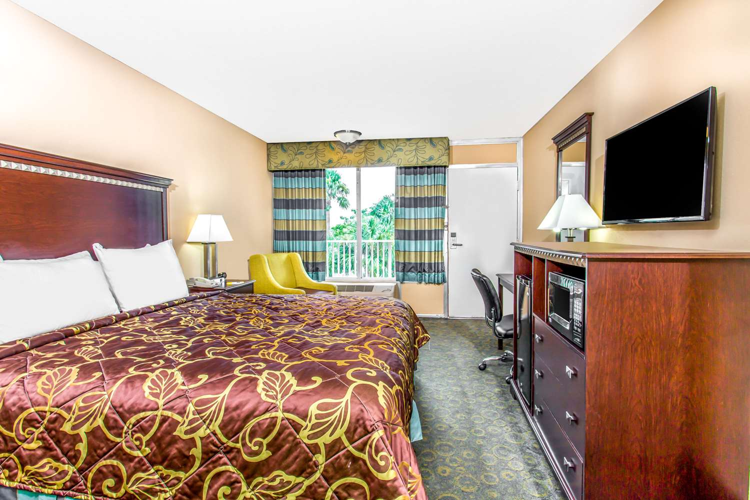 Room - Days Inn Airport Fort Lauderdale