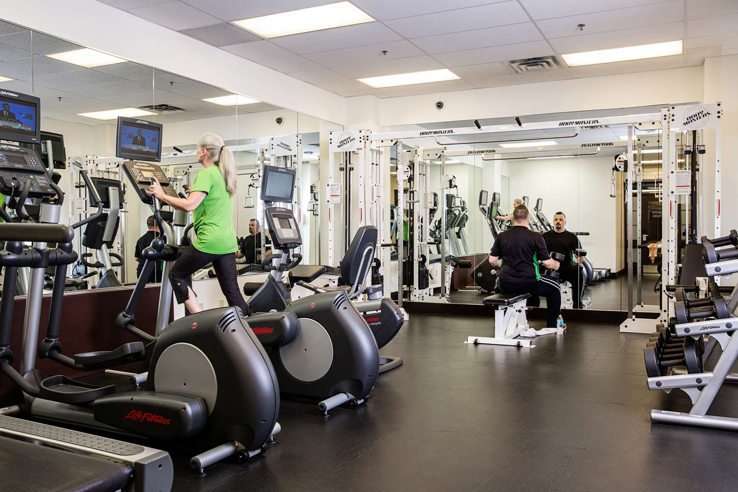 Fitness/ Exercise Room - Campus Tower Suite Hotel Edmonton