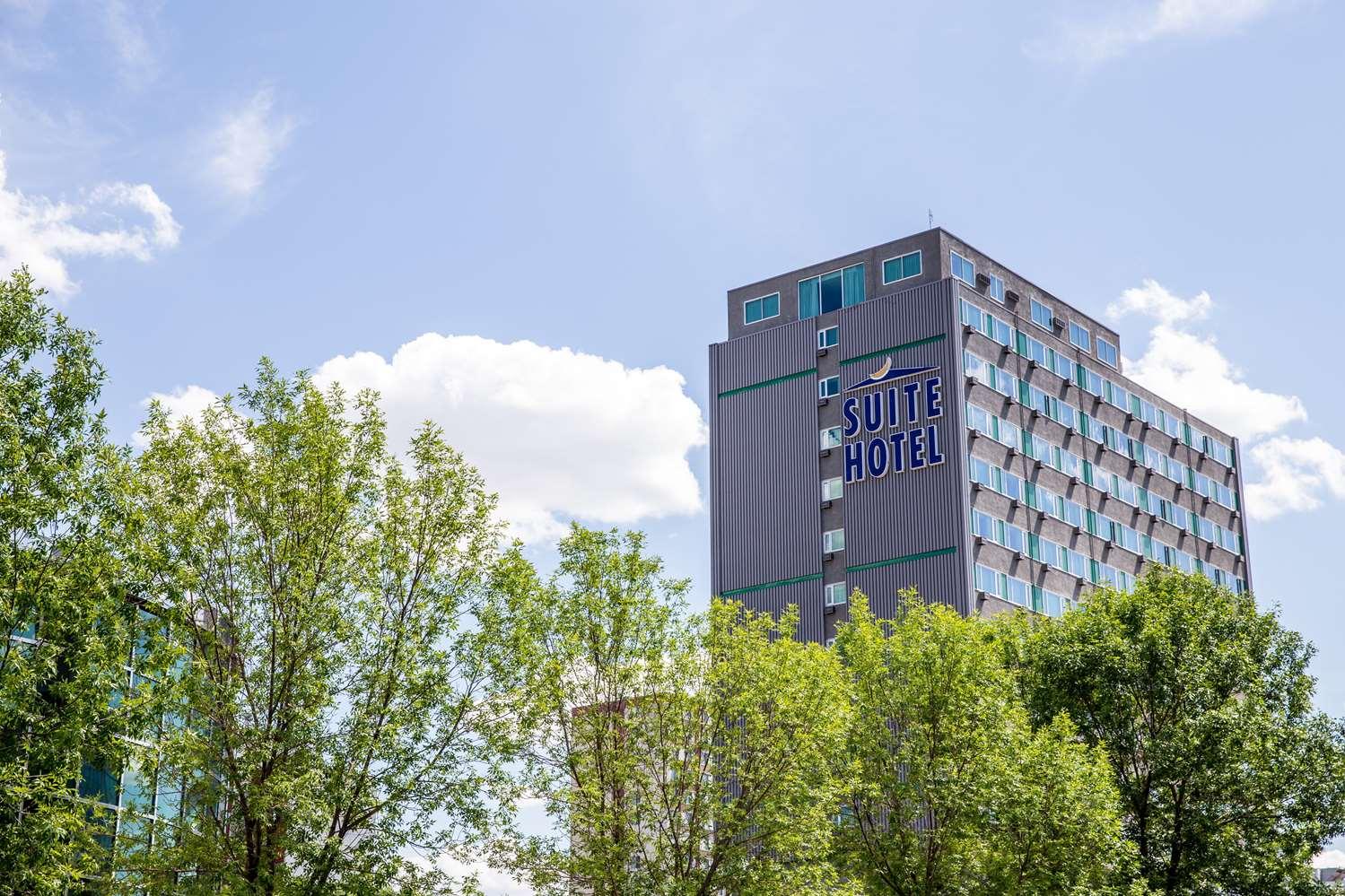 Exterior view - Campus Tower Suite Hotel Edmonton
