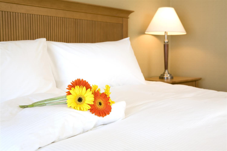 Room - Coast Capri Hotel Kelowna