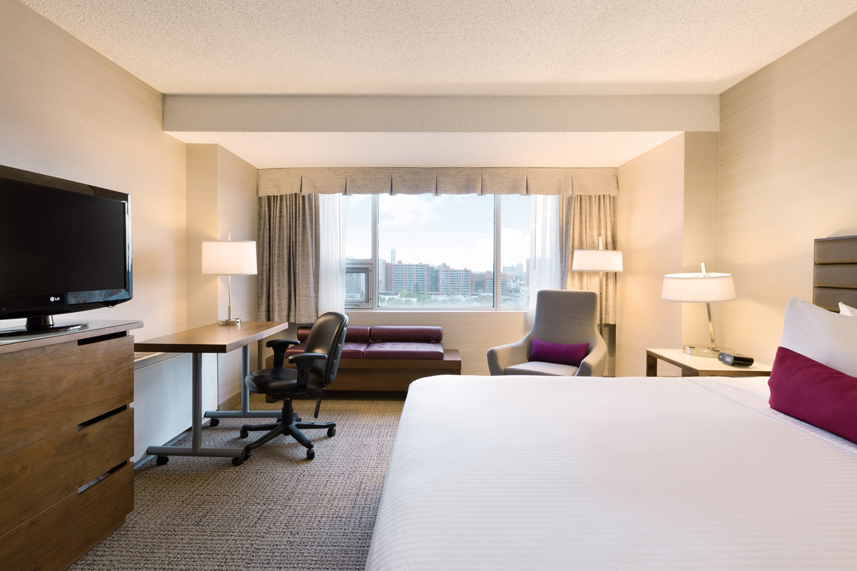 Room - Coast Edmonton Plaza Hotel