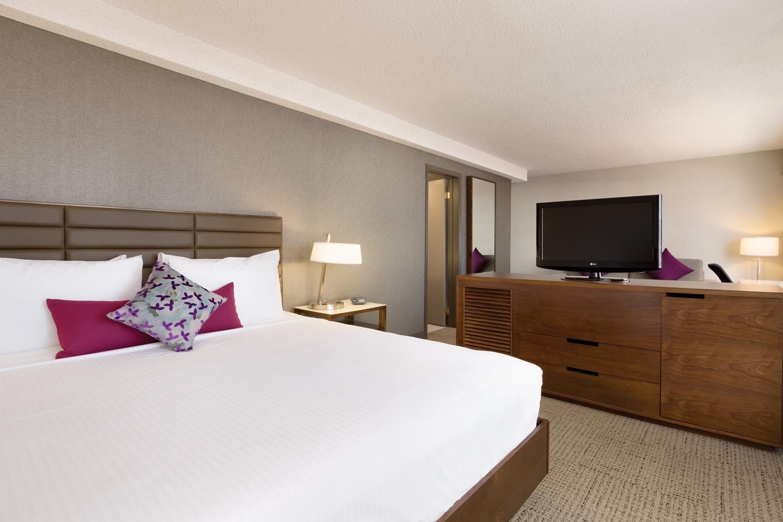 Suite - Coast Edmonton Plaza Hotel