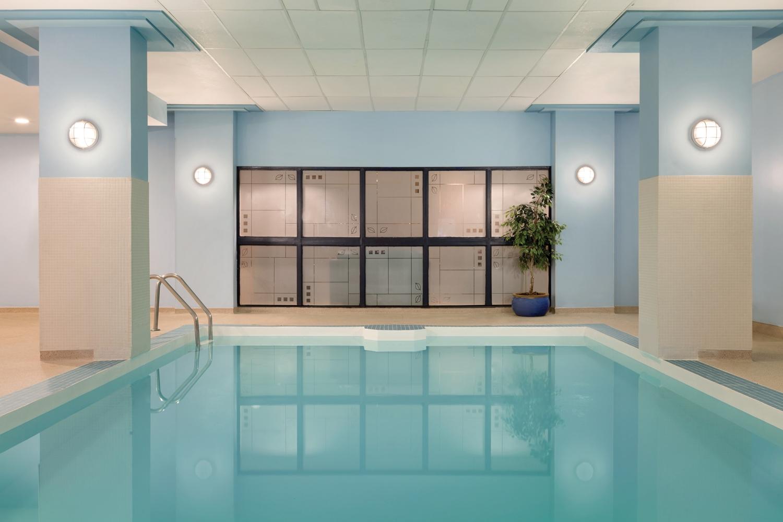 Pool - Coast Edmonton Plaza Hotel