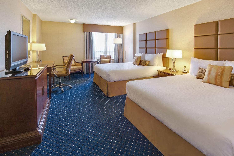 Room - Coast Plaza Hotel & Conference Centre Calgary