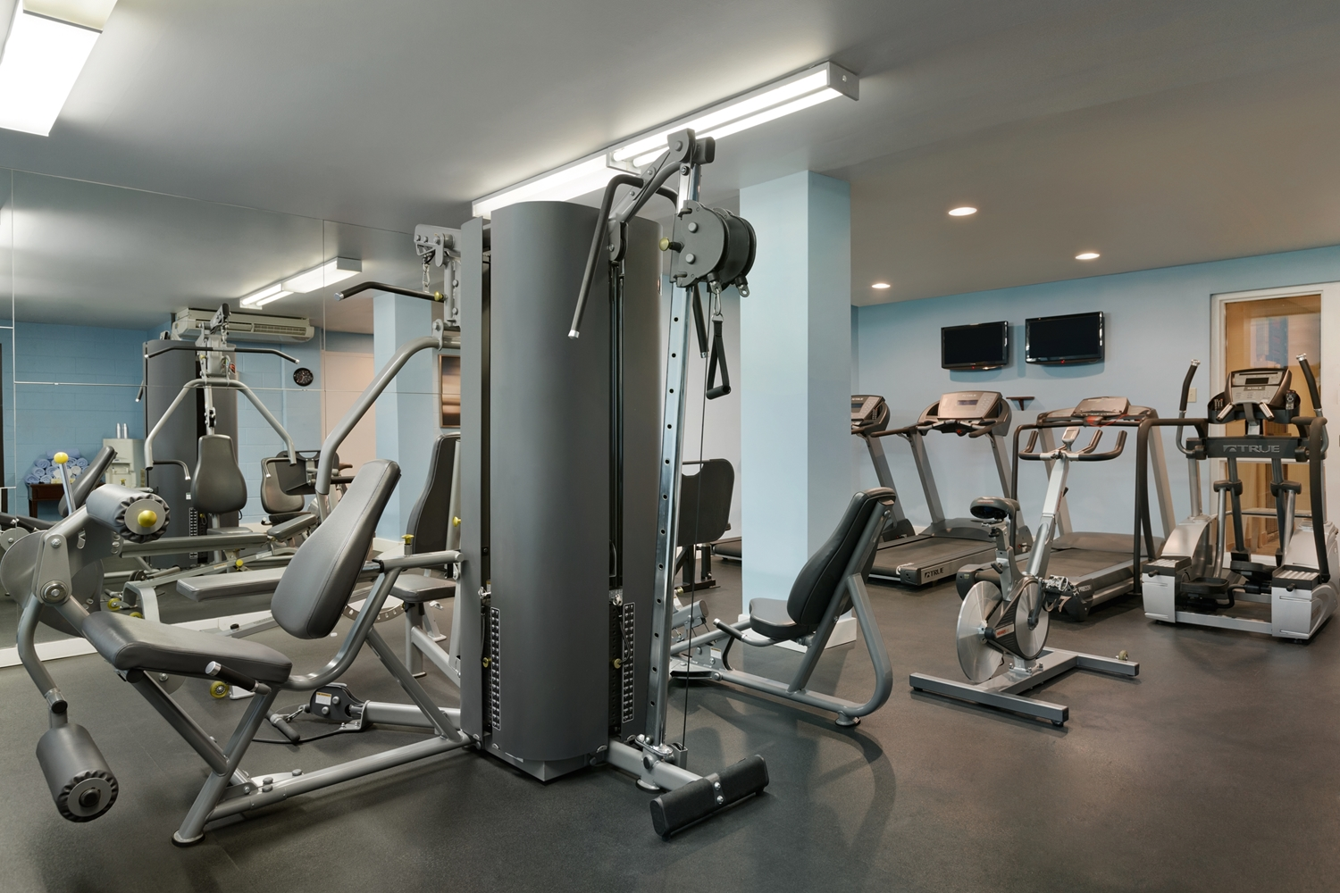 Fitness/ Exercise Room - Coast Plaza Hotel & Conference Centre Calgary