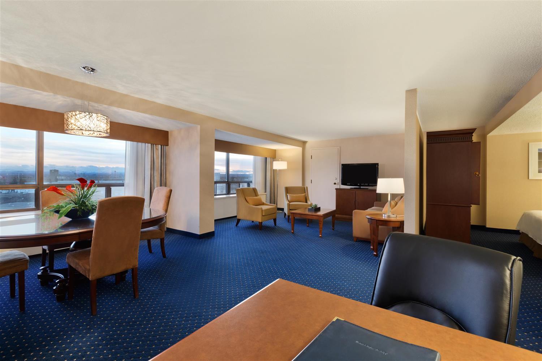 Suite - Coast Plaza Hotel & Conference Centre Calgary