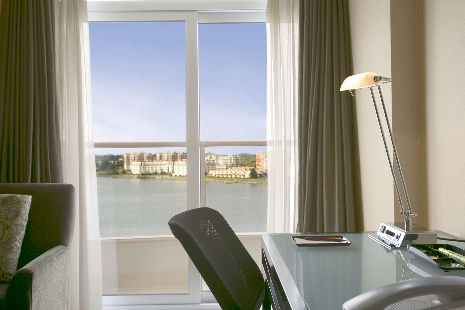 Room - Coast Victoria Harbourside Hotel & Marina