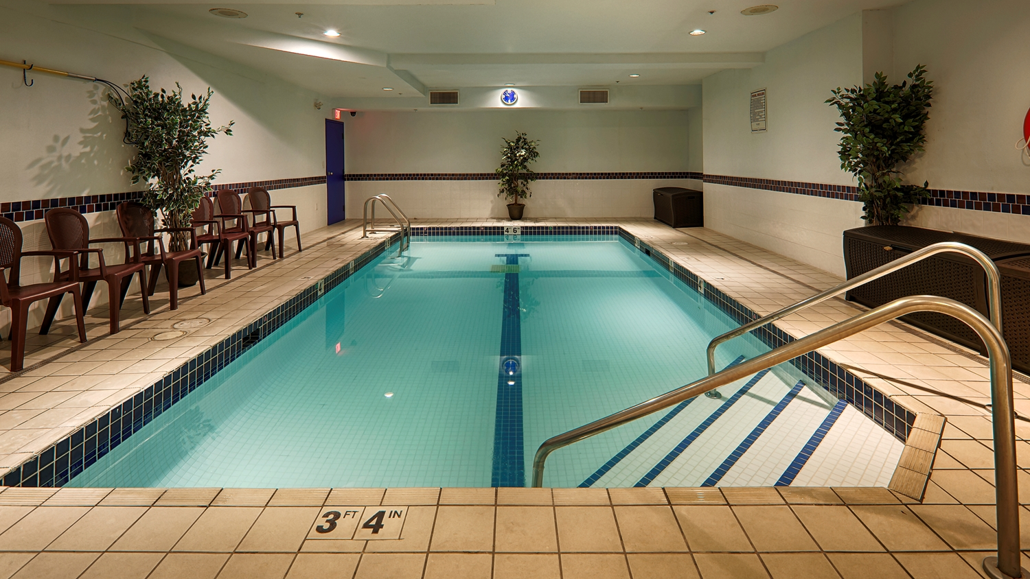 Pool - Best Western Peace Arch Inn Surrey