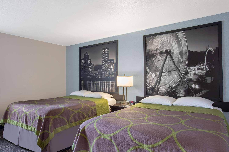 Suite - Super 8 Hotel Springfield