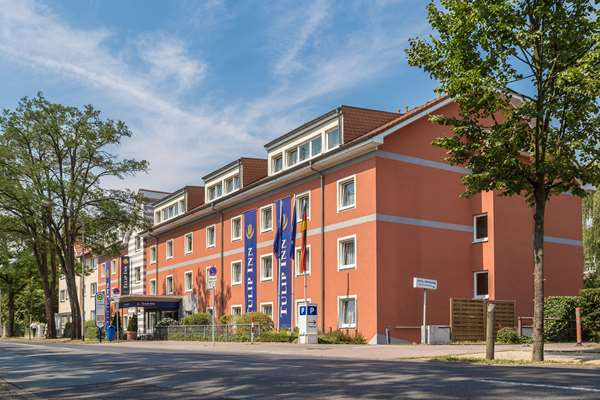 View of the hotel Neu-isenburg TULIP INN FRANKFURT AIRPORT. The hotel includes the following equipment: Garage / covered parking available for a fee, Secure parking.