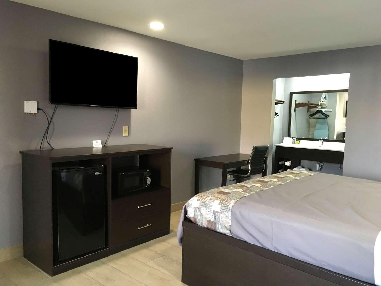 Room - Americas Best Value Inn Denham Springs