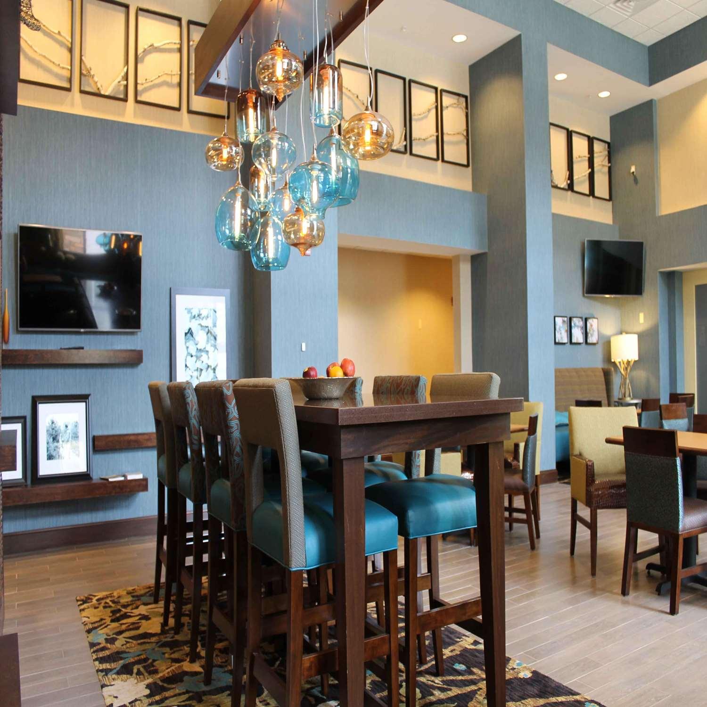Lobby - Hampton Inn & Suites Stroudsburg