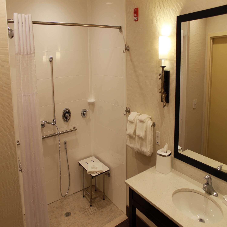 Room - Hampton Inn & Suites Stroudsburg