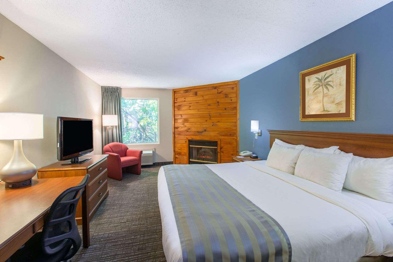 Suite - Baymont Inn & Suites Bartonsville