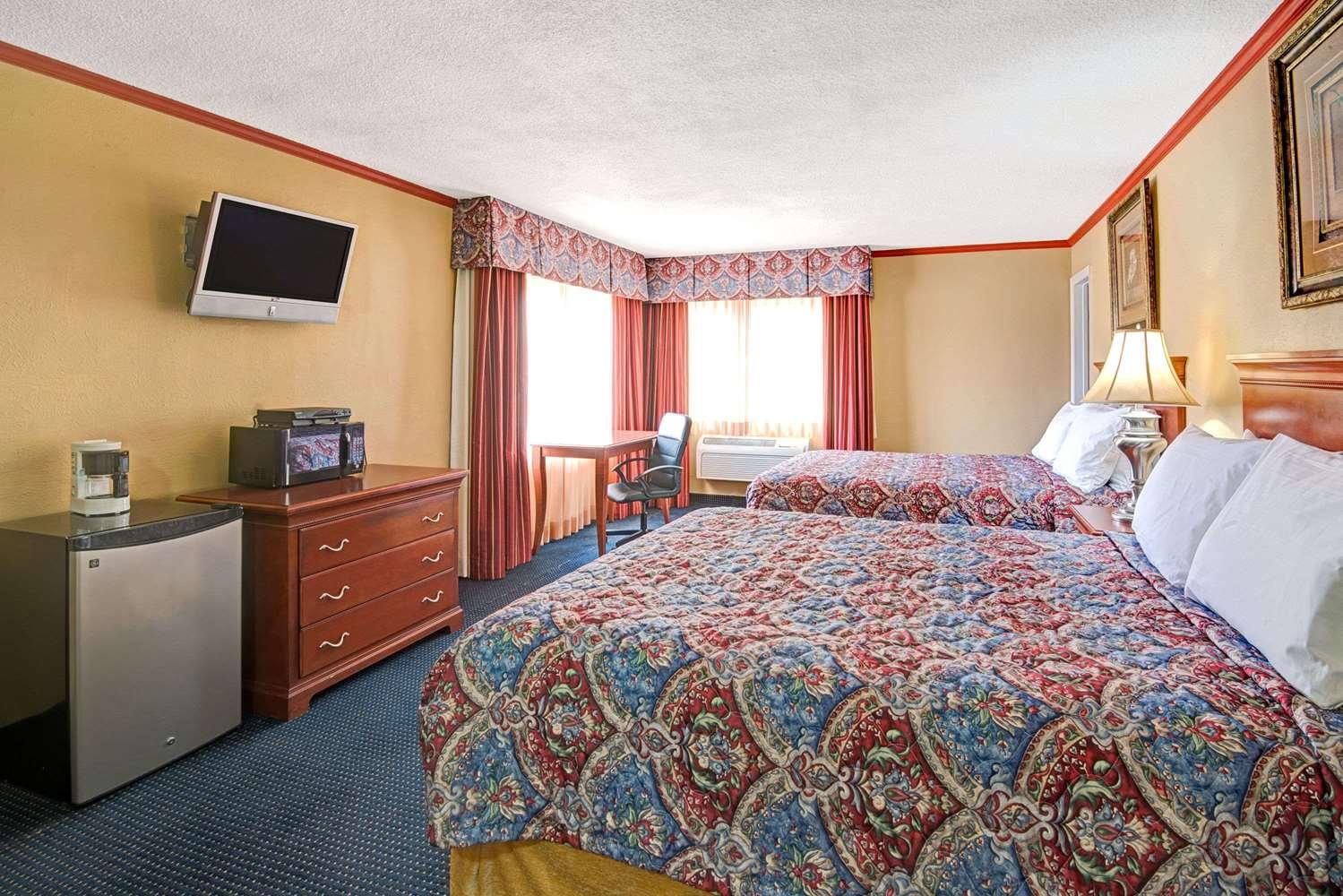 Room - Days Inn Downtown Albuquerque