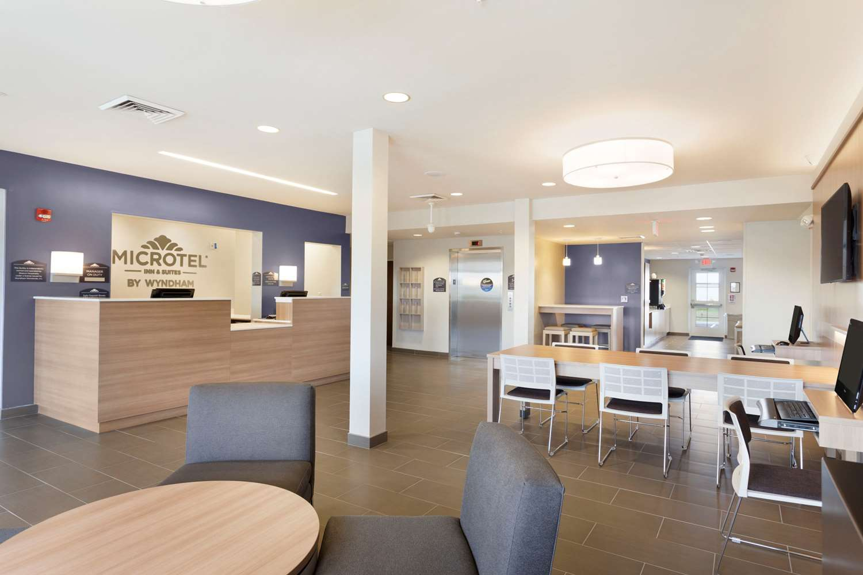 Lobby - Microtel Inn & Suites by Wyndham Georgetown