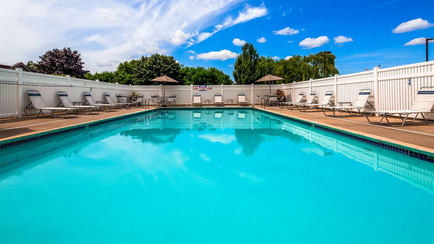 Pool - Best Western Hartford Hotel & Suites