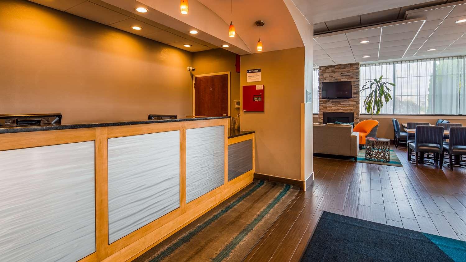 Lobby - Best Western Hartford Hotel & Suites