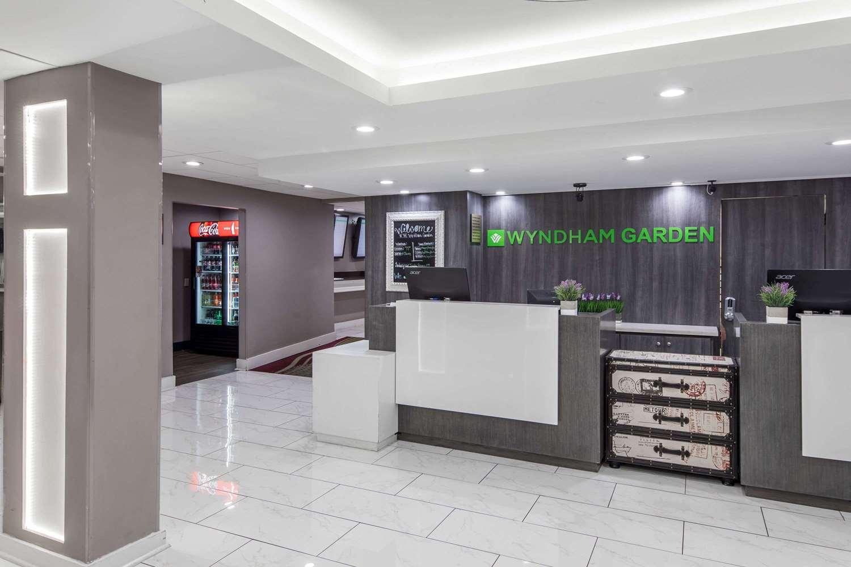 Lobby - Wyndham Garden Hotel Airport Metairie
