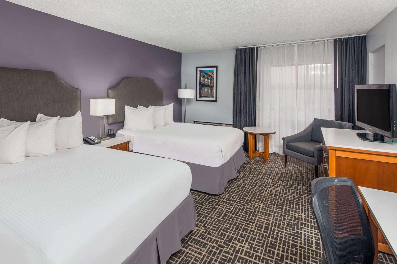 Room - Wyndham Garden Hotel Airport Metairie